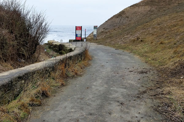 Long foot path to Ryhope beach.