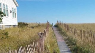 Long grassy beach entrance to Kinney Shore Beach in Maine.
